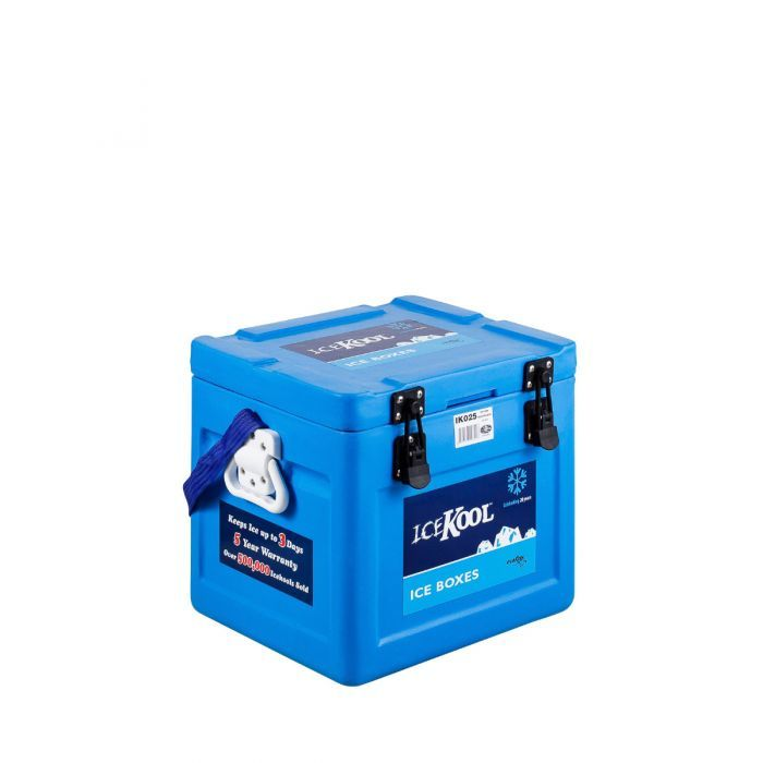 A closed Icekool 25L Icebox blue